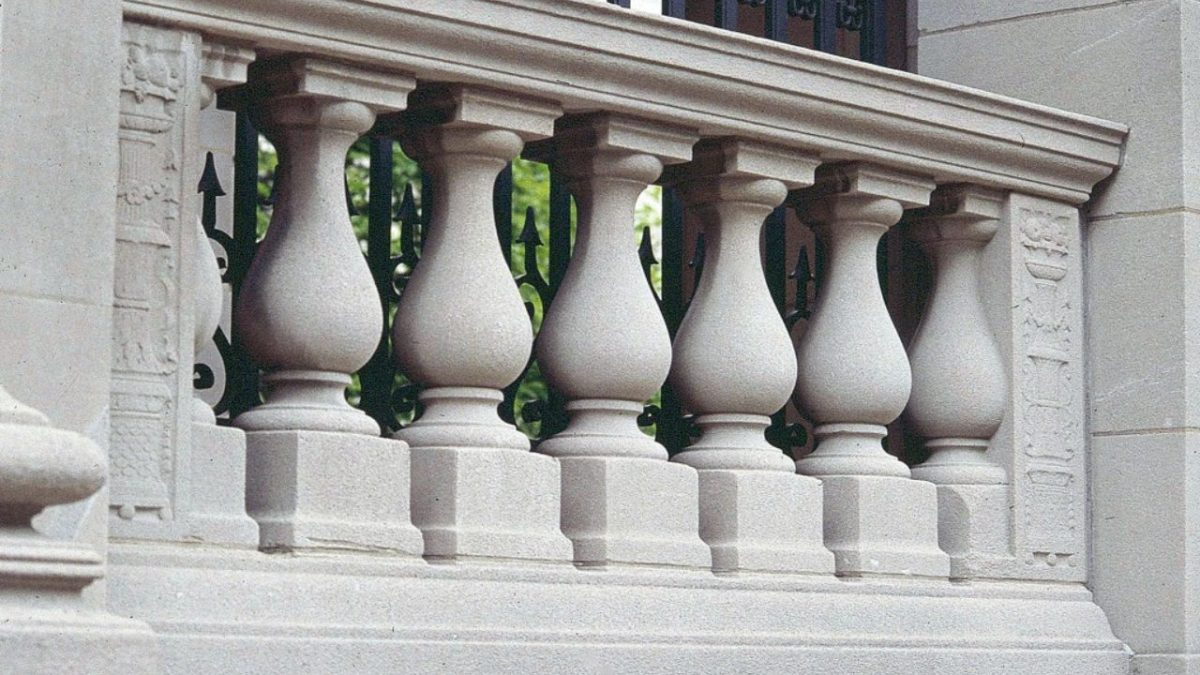 Balusters VS Balustrades – What's the Difference?